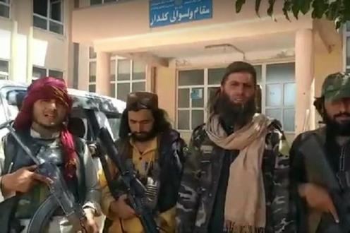 С активизацией талибов ряд наблюдателей озадачило внезапное «исчезновение» маршала, лидера узбекской общины Афганистана Абдул-Рашида Дустума.
